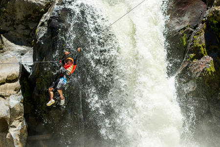 rappel: Waterfall zipline crossing