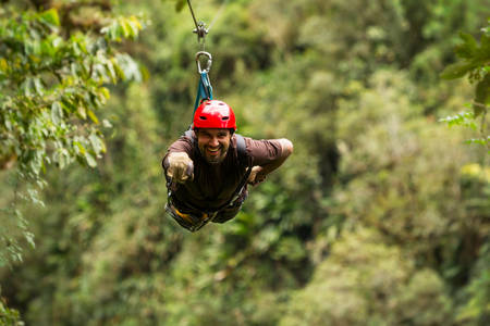 zipline adventure in ecuadorian rainforest, banos de agua santa Stockfoto