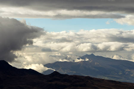stock vista: overview of ecuadorian andes, view from cotopaxi volcano refugee. Stock Photo