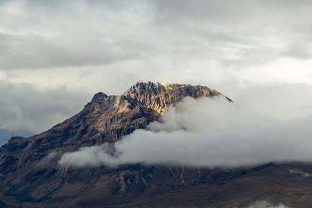 stock vista: sincholagua volcano peak, ecuadorian andes.