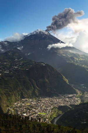 tungurahua: banos de agua santa - popular desitnation in ecuador, south america