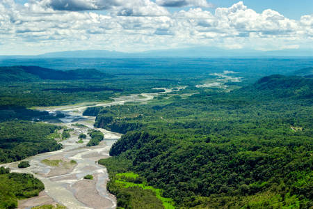 rio amazonas: Cuenca del río Pastaza aérea, disparó desde baja altura a tamaño completo helicóptero