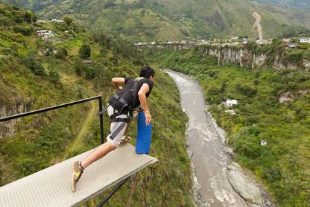 bungee jumping: Bungee Jumping Secuencia en Ba�os de Agua Santa Ecuador Puente de San Francisco