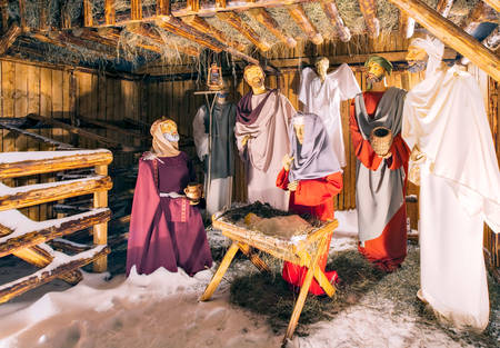mary mother of jesus: Holly Scene From The Barn Where Jesus Was Born Wax Characters In The Spot Light Stock Photo