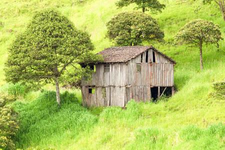 wood abandoned: Abandoned Wood House In Ecuadorian Highlands