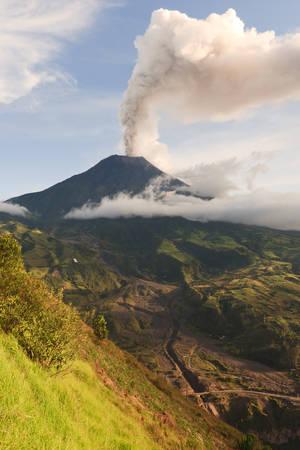 strombolian: Tungurahua Volcano Smoking 29 11 2010 Ecuador South America 4Pm Local Time