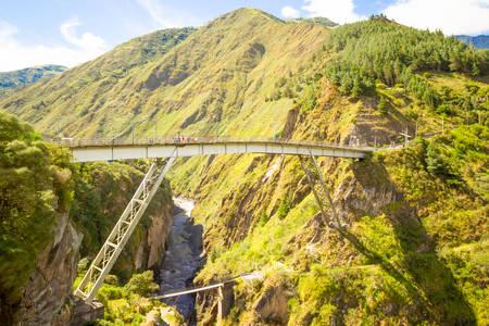 bungee jumping: Puente de San Francisco en Baños de Agua Santa Ecuador Lugar de interés para los entusiastas de Bungee Jumping Foto de archivo