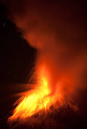 tungurahua: Tungurahua Volcano Eruption 28 11 2010 Ecuador South America 2Am Local Time
