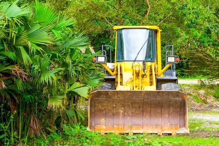 deforestacion: Pesada excavadora usados ??para la deforestaci�n en la selva ecuatoriana Foto de archivo