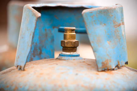 improper: Rusted Gas Tank With Improper Isolation