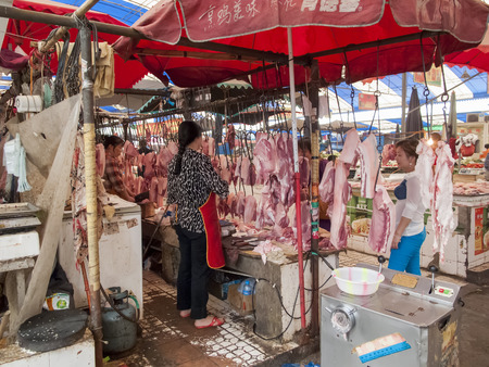 comercial: CHENGDU, CHINA - MAY 27, 2012: Food market in Chengdu, China. Chengdu is one of the most important food centers of China and at 2010 became UNESCO City of Gastronomy.