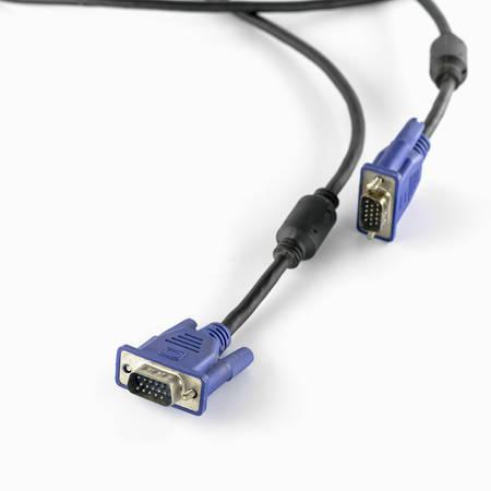 vga: vga cable sobre un fondo blanco