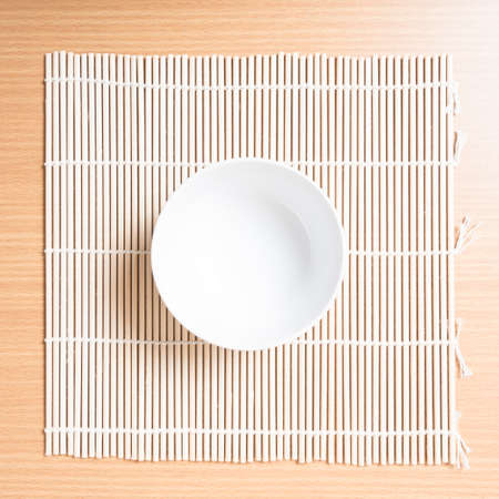 bol vide: empty bowl on mat Banque d'images