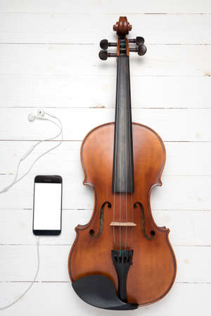 violin with smart phone
