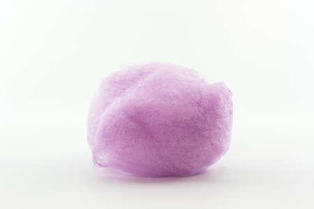 algodon de azucar: Purple hizo girar el azúcar en el fondo blanco, algodón de azúcar.