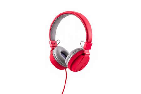 musica electronica: Red auriculares aislados en un fondo blanco.