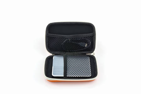 disco duro: Disco duro externo estuche. Bolsas para disco duro externo en un fondo blanco.