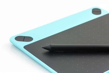 Digitale grafische tablet en pen op een witte achtergrond. Stockfoto