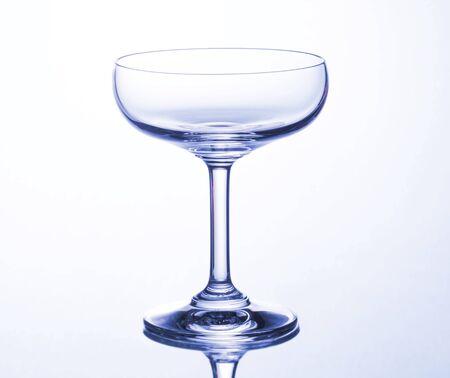 vaso vacio: Aislado Vidrio vacío de martini
