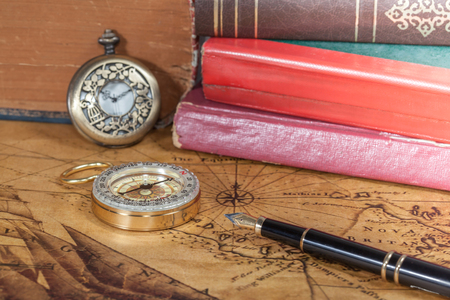 compass  and fountain lies on an ancient map Imagens
