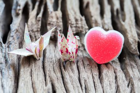 repose: Origami couple paper crane and heart Stock Photo