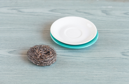 Steel wool with dish on wood table ,cleanning tool. Banco de Imagens - 105025237