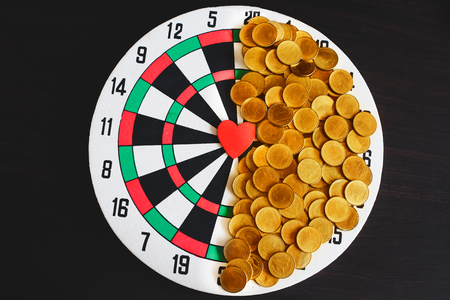 Red heart on dart board game ,Valentine day concept. Imagens