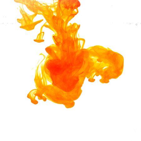La tinta de colores en el agua. Abstracto. antecedentes. Fondo de pantalla. Arte conceptual. Foto de archivo