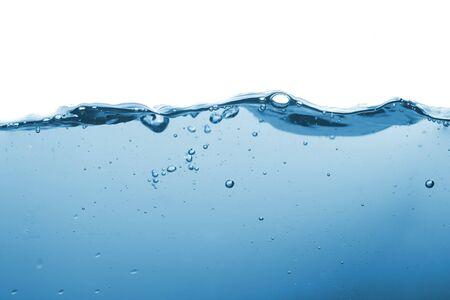 Éclaboussure d'eau ou vague d'eau avec des bulles d'air en arrière-plan.