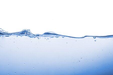 Salpicaduras de agua u onda de agua con burbujas de aire en el fondo. Foto de archivo