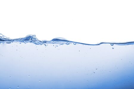 Spruzzi d'acqua o onde d'acqua con bolle d'aria sullo sfondo. Archivio Fotografico