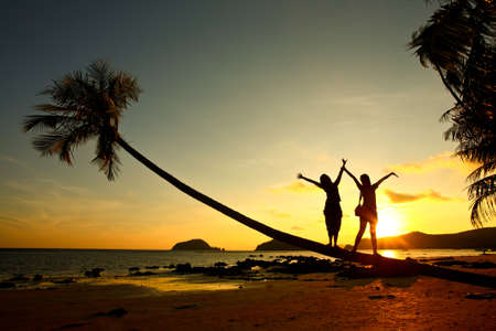 Coucher de soleil, silhouette de femme  Banque d'images