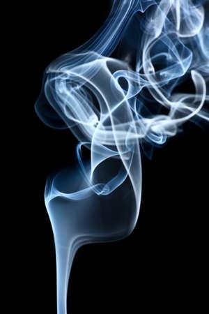 R�sum� fum�e dans le fond noir