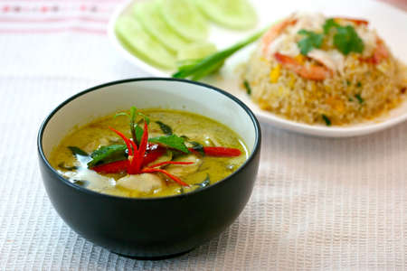 sopa de pollo: curry verde, cocina tailandesa