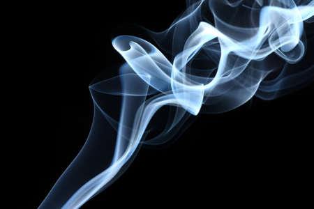 cigarette smoke: Astratto fumo isolato su nero