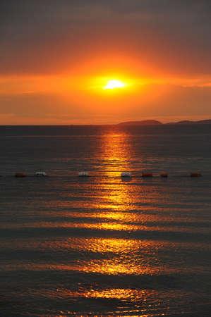 le lever du soleil dans la mer