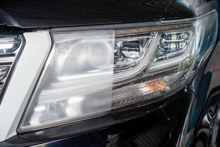 Grote koplampreiniging met powerbuffermachine bij tankstation, voor en na reiniging