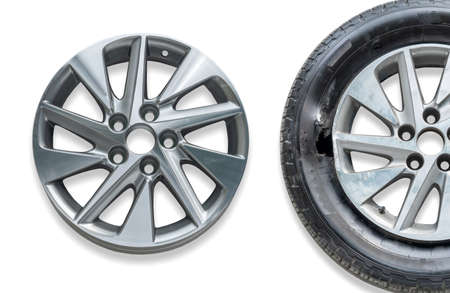 Repairing alloy wheels with metal shadows, before repairing and after repairing Imagens