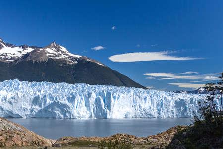 Side view of the Glacier Perito Moreno