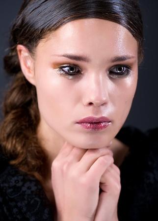 occhi tristi: Piangendo la giovane donna