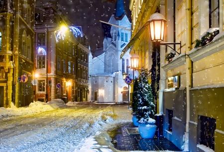 Ville de nuit. Riga, Lettonie.