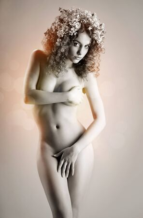 ni�a desnuda: Hermosa chica desnuda