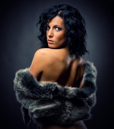 Gyönyörű szexi nő bundában Stock fotó