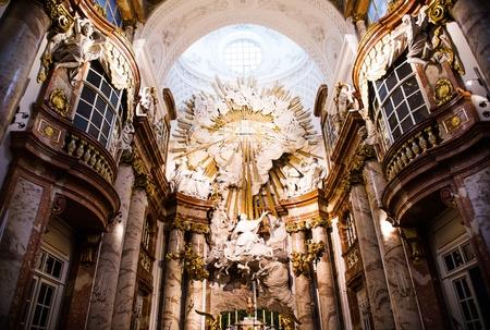 st charles: Altare alla Chiesa di San Carlo (Karlskirche) a Vienna