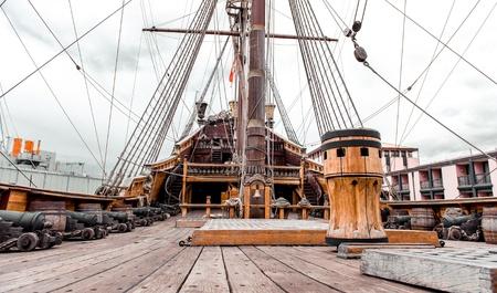 Detail van Galeone Neptunus schip, toeristische attractie in Genua, Italië Redactioneel