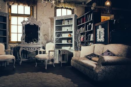 Interior lujoso de la vendimia de salón