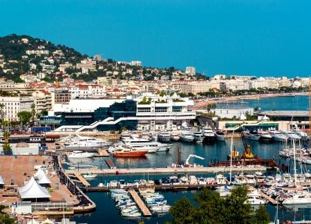 Panoramisch uitzicht van Le Suquet-de oude stad, Le Vieux Port en La Croisette van Cannes, Frankrijk