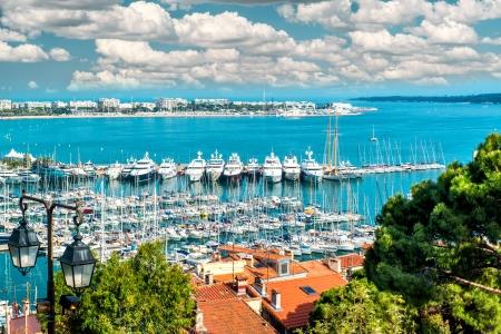Panorama van Le Suquet-de oude stad, Le Vieux Port en La Croisette van Cannes, Frankrijk