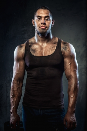 hombre sucio: Apuesto joven muscular Foto de archivo