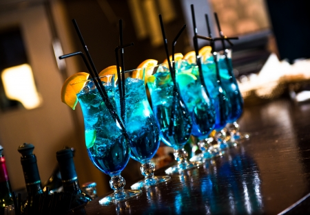 blue hawaiian drink: Blue lagoon cocktails